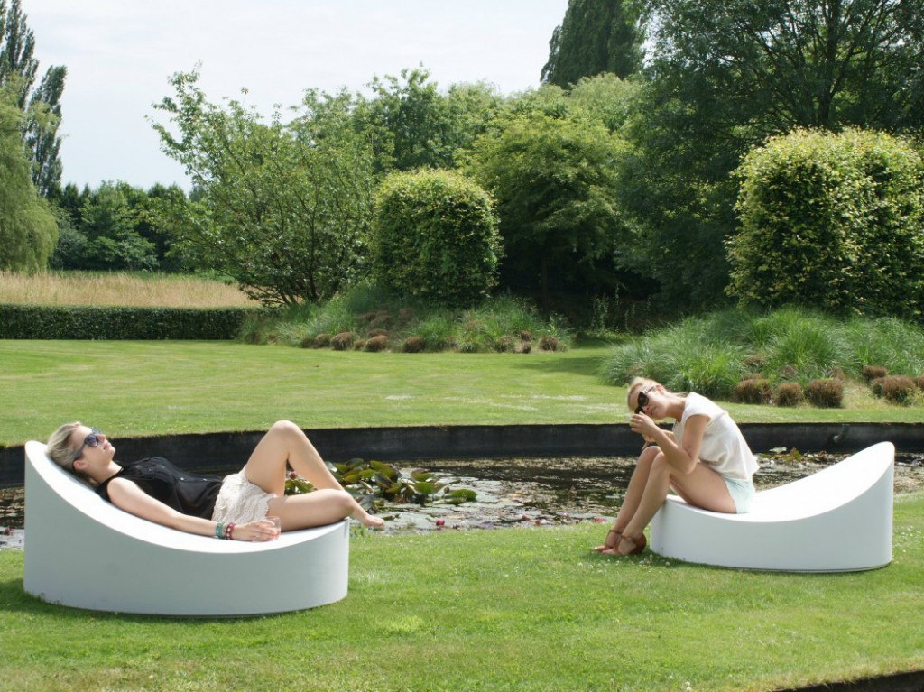 Ultra modern outdoor chaise lounges for relaxation for Chaise longue design jardin