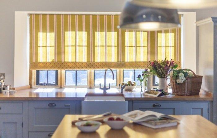 Yellow kitchen blinds - at the sink