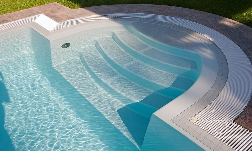 Bacakyard pool with stairs - for swimming