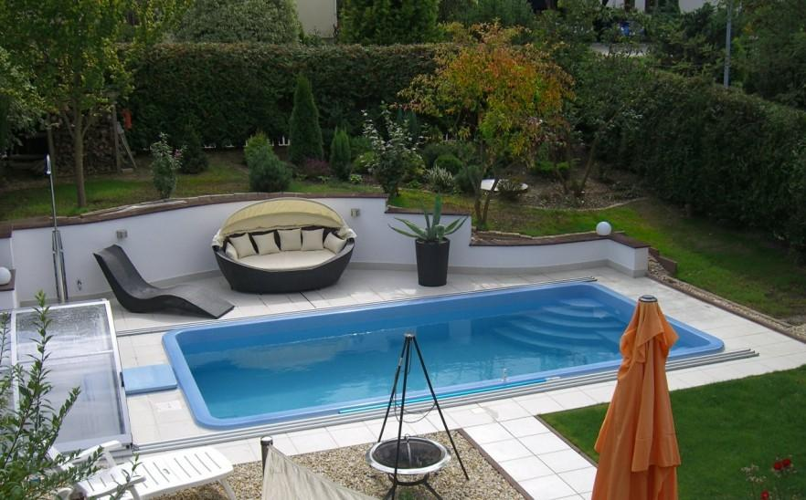 Luxurious swimming pool - with lounges