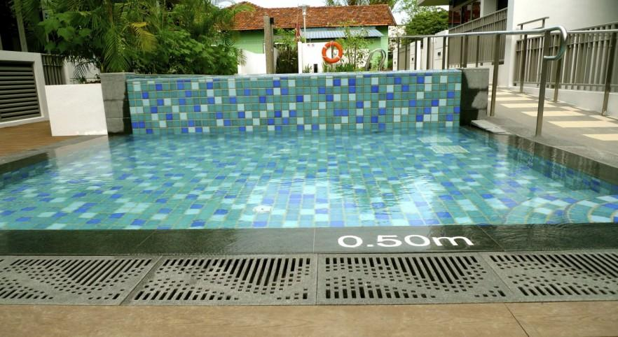 Small swimming pool - with ladder
