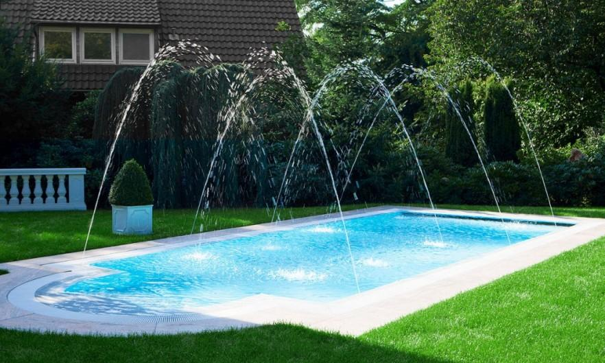 Swimming pool with fountain - for entertainment