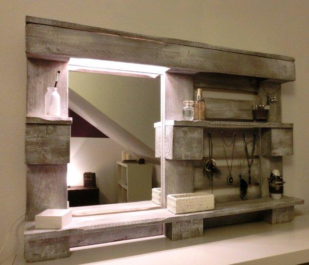 Pallet shelves for living rooms and entryways founterior for Hallway mirror and shelf