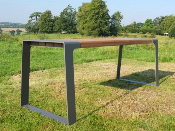 Minimalist picnic table - with stylish design