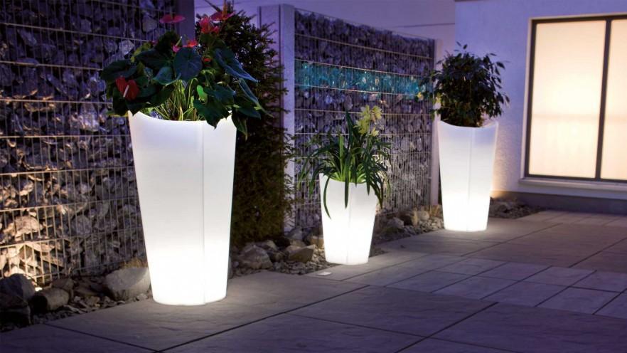 Outdoor illuminated flower pots