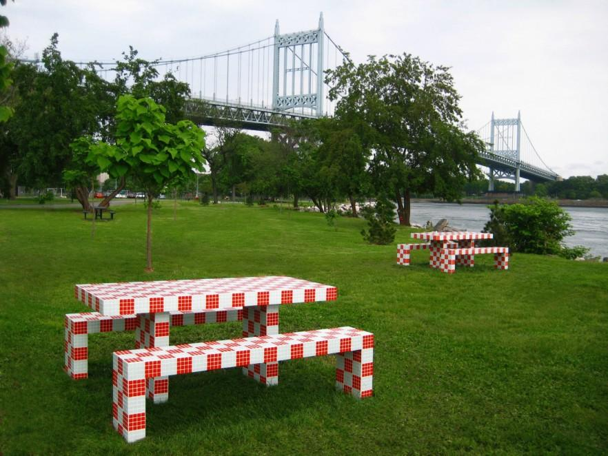 Red picnic table - red and white