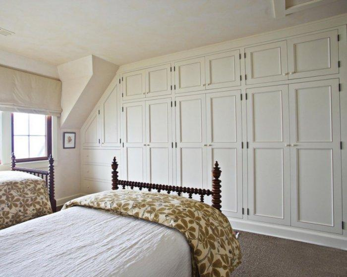 Scandinavian fitted bedroom wardrobe - with white doors ...