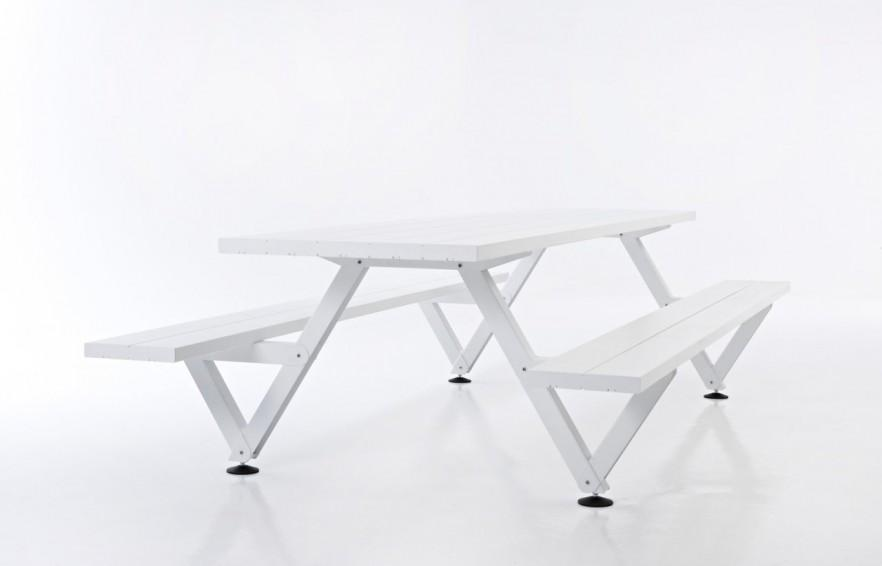 Traditional picnic table - in white