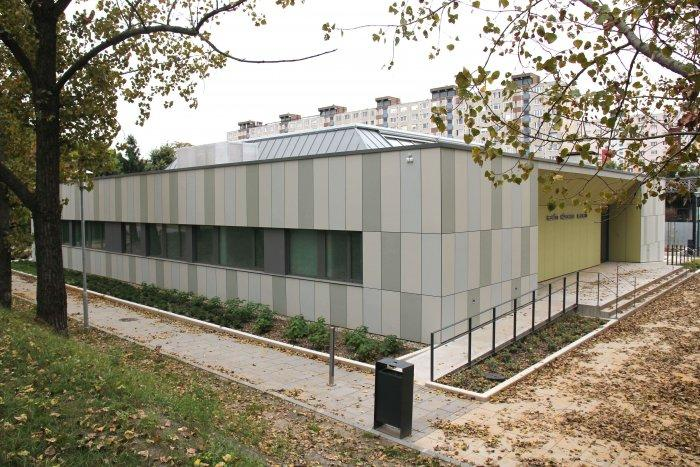 Renovation and modernisation of an old Building for Adult and Children General Practice In Budapest: 10_studiostisze_kerepesi_architecture-min