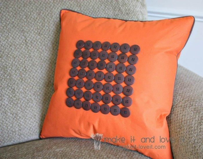 Decorative Pillows - a Perfect Touch To Interior Design: Pillow with buttons