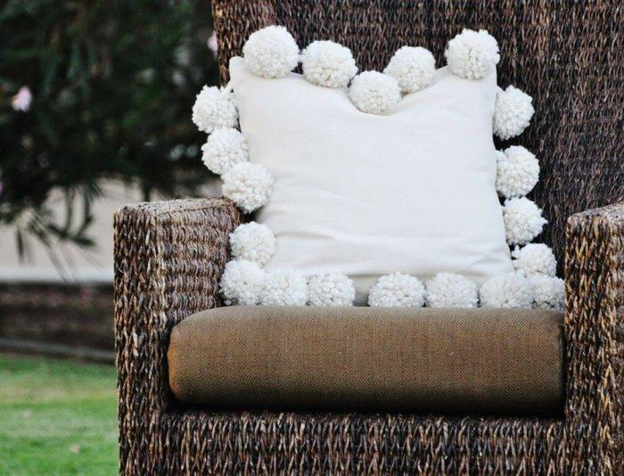 Decorative Pillows - a Perfect Touch To Interior Design: Pom-poms on pillows