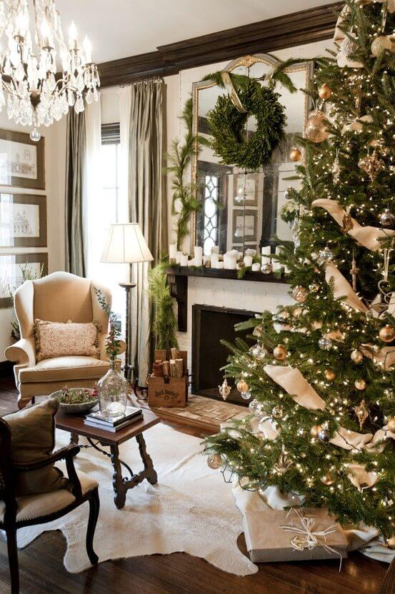 Dreamy Christmas Living Room Decor Ideas 37