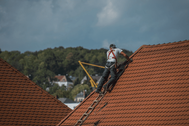How Roofing Experts Keep You Out of Trouble