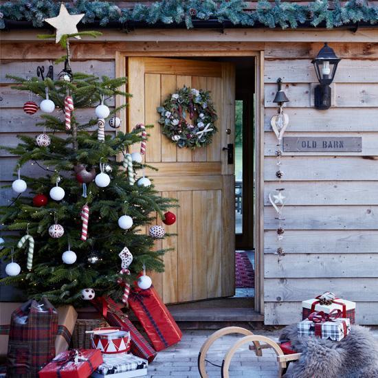 Tokeo la picha la chritmas tree outside the house images