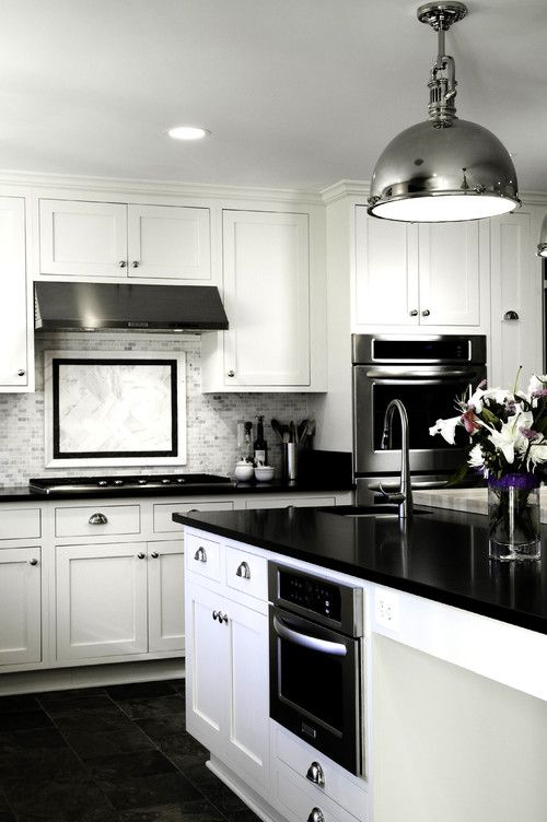 Stylish in Black and White – Kitchen Cabinet Design Ideas