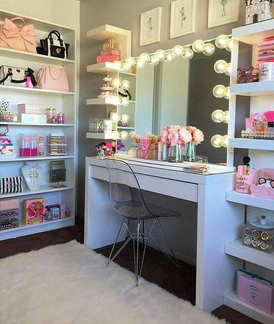 A Girl's Dream - Make Space for a Mirror