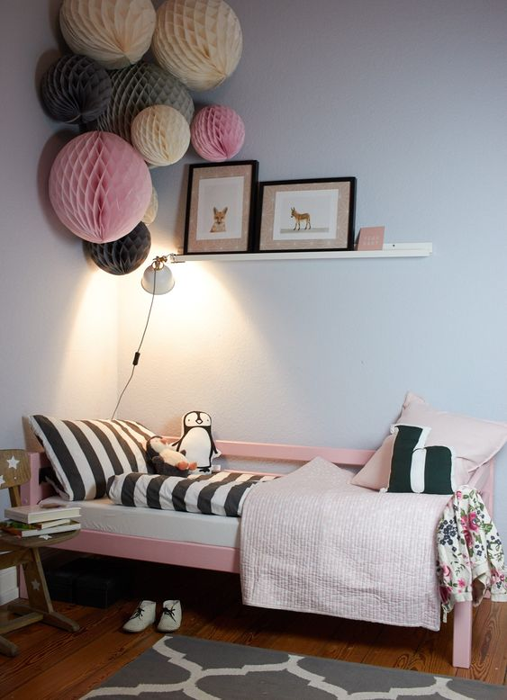 Inexpensive and Effortless - Paper Honeycomb Decor