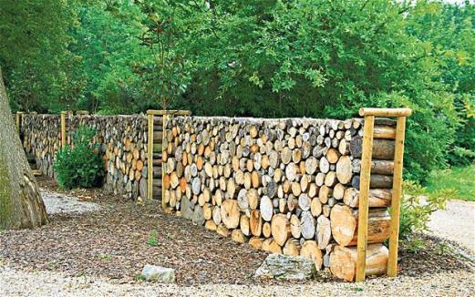 Crazy About Logs – Cheap Fence Ideas for Backyard