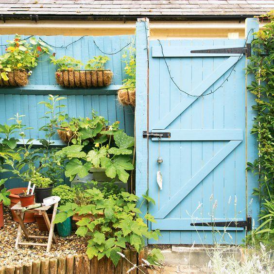 A Pastel Colour - Cheap Fence Ideas for Backyard