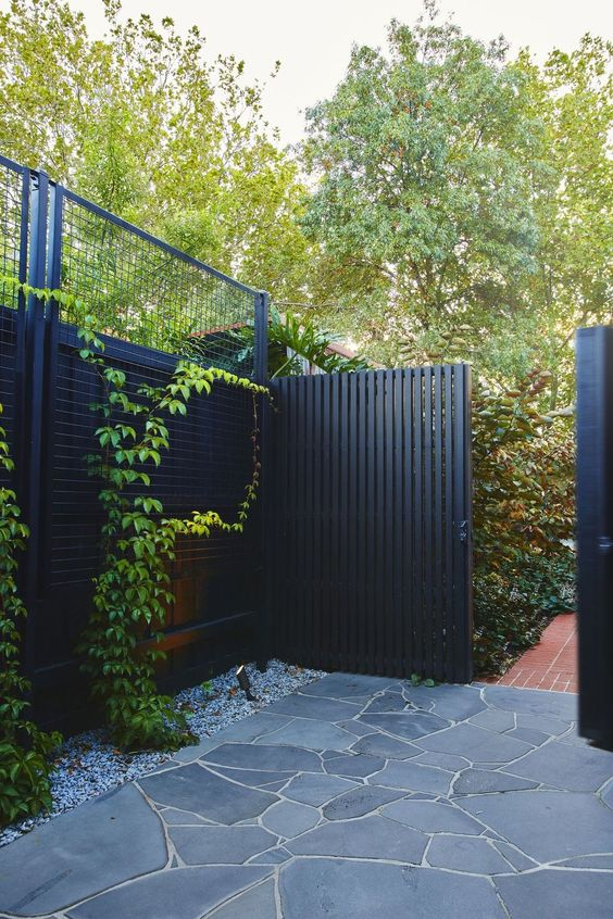 An Elegant Atmosphere – Brilliant in Black