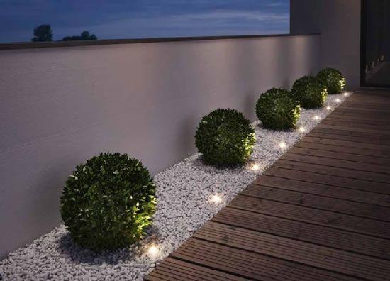 Elegant and Modern – Easy Front Yard Landscaping