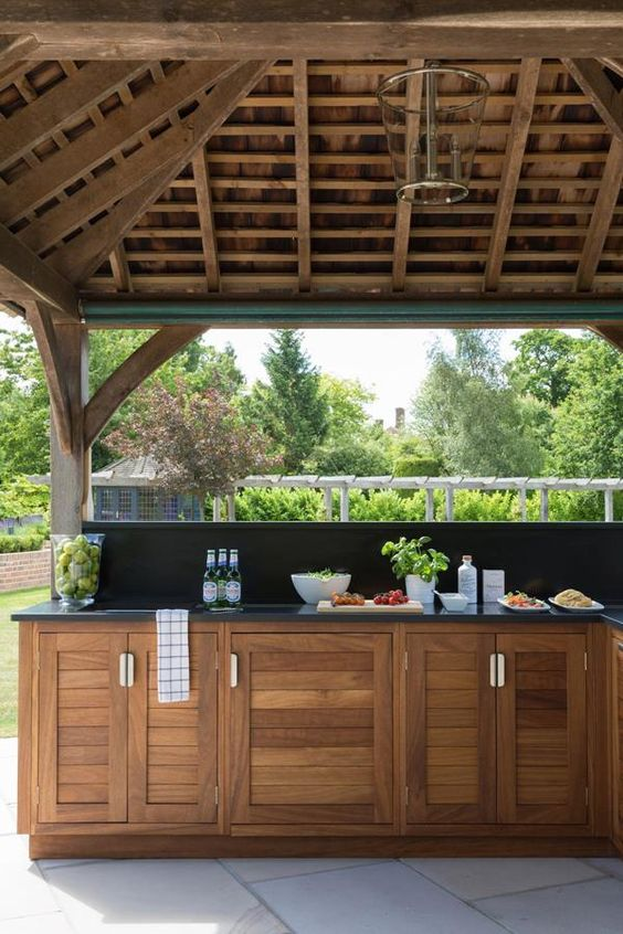 Keeping it Simple - Great Outdoor Kitchen Cabinets