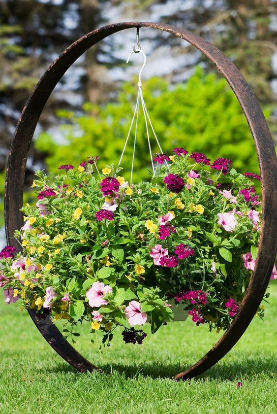 A Hanging Pot – Simple Flower Bed Ideas