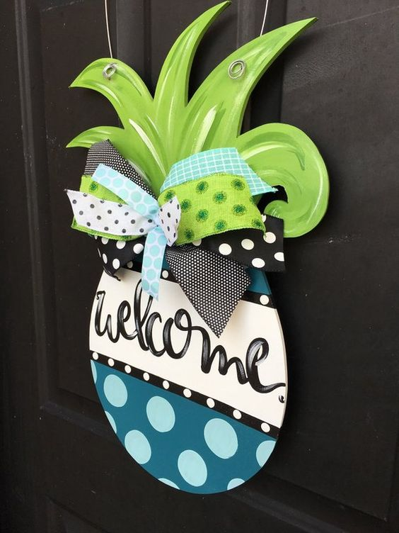 A Groovy Pineapple - Painting a Wooden Sign