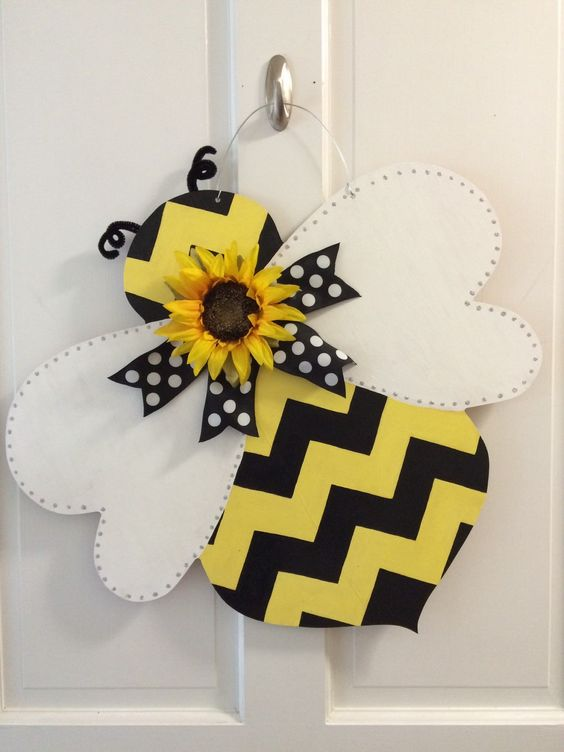 A Busy Little Bee - Summer Door Wreaths