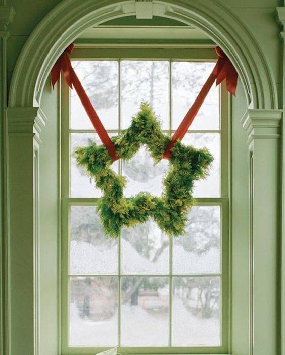 A Star-shaped Wreath - Christmas Window Decoration Ideas