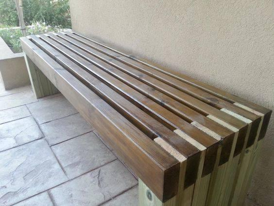 Simple and Inexpensive – DIY Outdoor Wooden Storage Bench