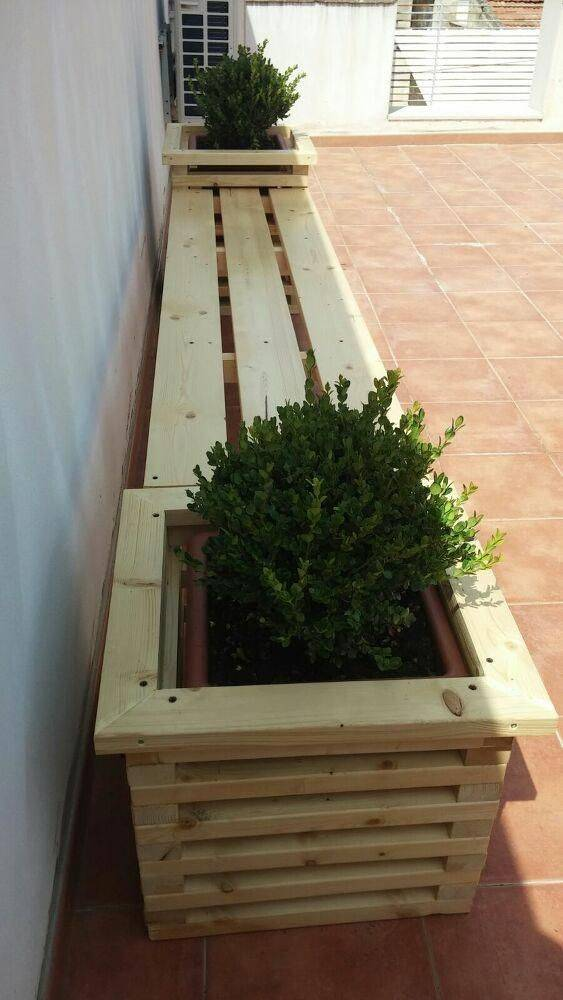 A Bench with Planters - DIY Outdoor Wooden Storage Bench