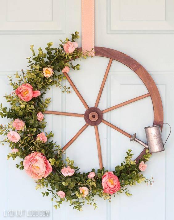 A Wagon Wheel Wreath - Stunning and Sweet