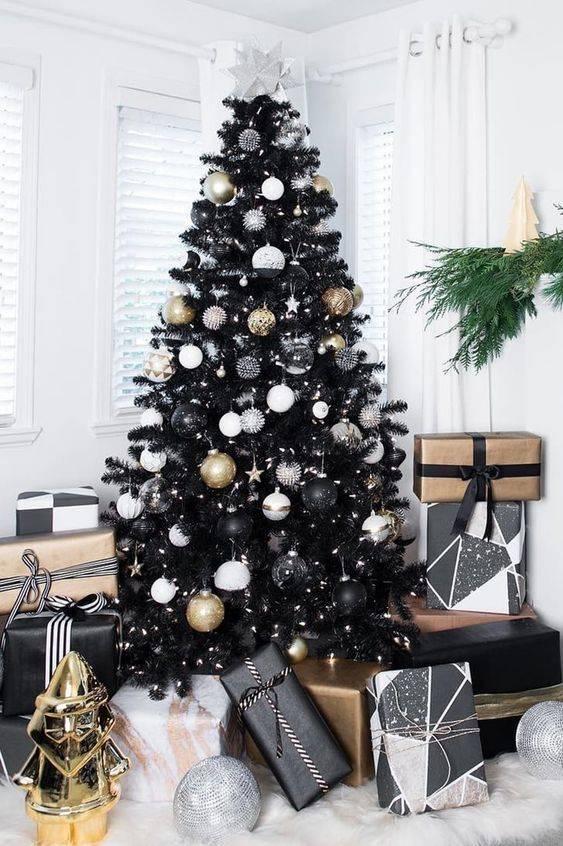 Chic in Black – Elegant Christmas Tree Decorating Ideas