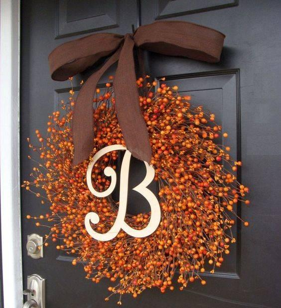 A Circle of Berries – Fall Wreaths for Front Door