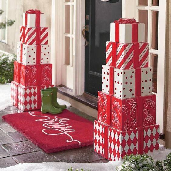 Stacks of Gifts - Easy Outdoor Christmas Decorating Ideas