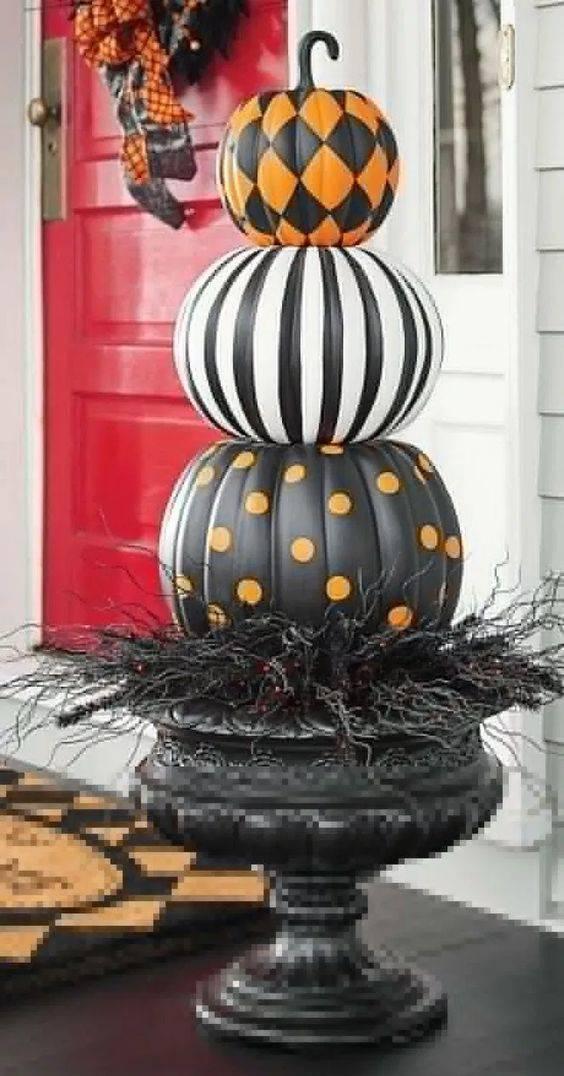A Spooky Look - Halloween Pumpkin Decorations