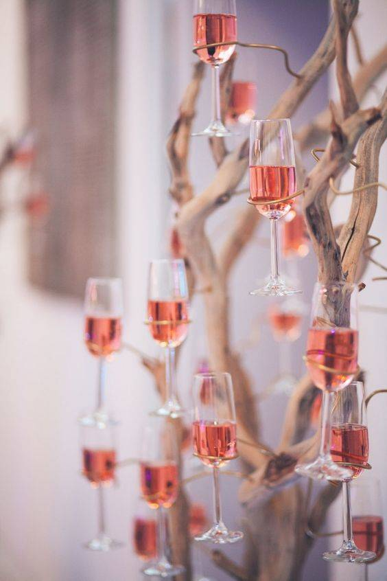 Champagne Served with Style – Wraps of Wires