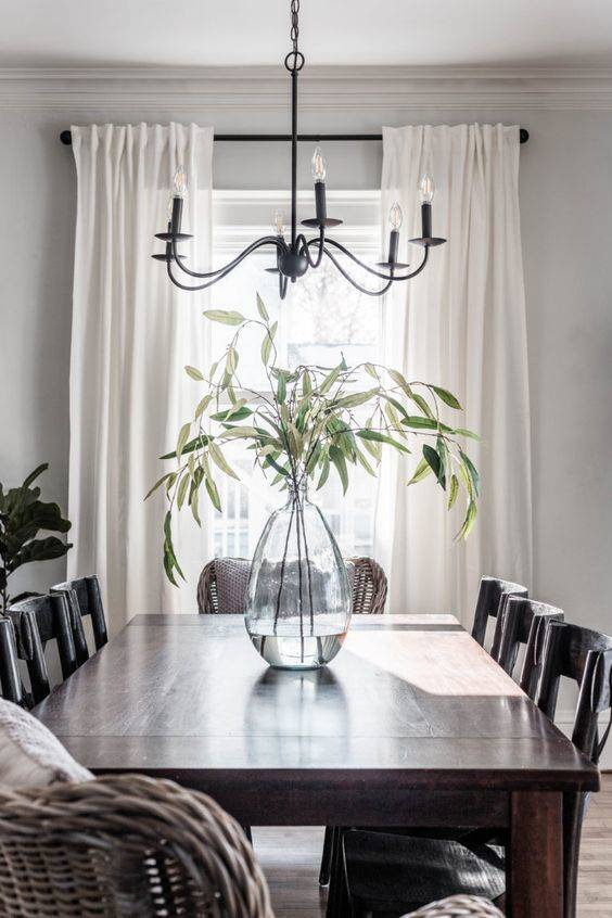 A Minimalistic Style - Simple Dining Table Centrepiece Ideas