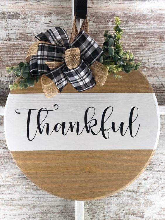 Simplistic and Minimalist - Thanksgiving Door Decorating Ideas