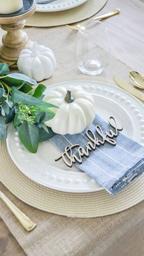Decorate the Plates - A Word for Everyone