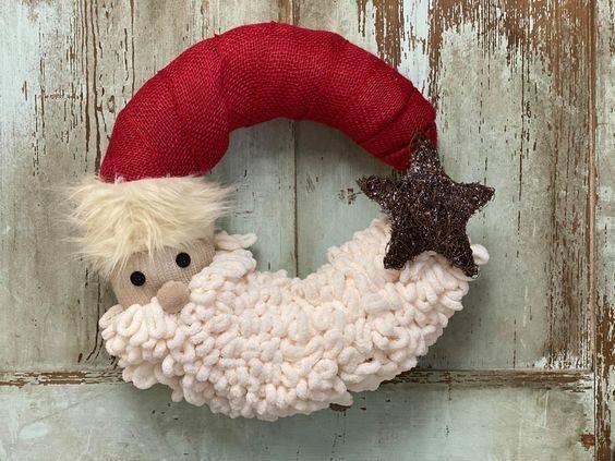 The Hat and the Beard - Santa Claus Wreath Ideas